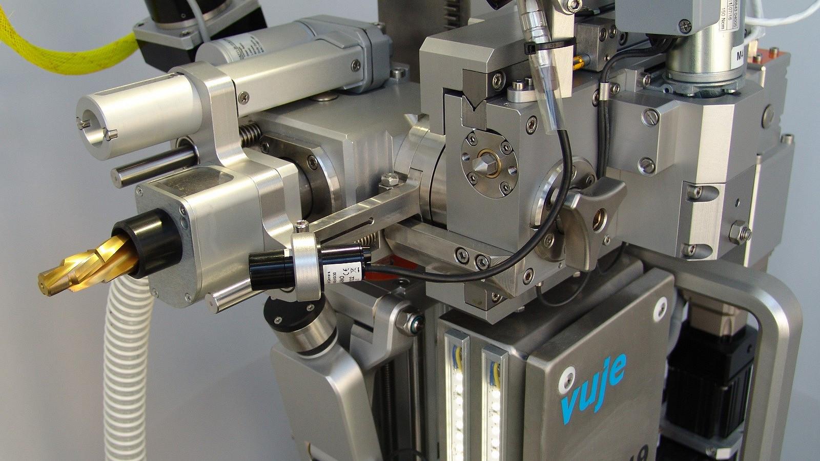 VUJE dodalo manipulátor ZOK-PG 19 na zaslepovanie teplovýmenných rúrok parogenerátora pre JE Pakš